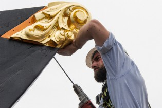 Shipwright Matt Barnes installs the billet head on the Charles W. Morgan.